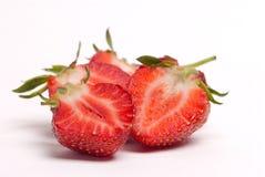 Hälfte der Erdbeere auf weißem Hintergrund Lizenzfreies Stockfoto