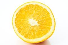 Hälfte der Orange auf Weiß Stockbilder