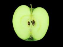 Hälfte des grünen Apfels. Stockbild