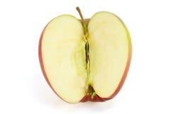 Hälfte des roten Apfels auf Weiß Stockfotografie