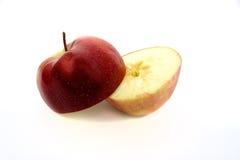 Hälfte ein roter Apfel Stockbilder