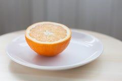 Hälfte eine Orange Stockfoto