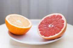 Hälfte eine Orange lizenzfreie stockfotos