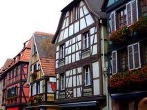 Hälfte gezimmert von den Hausfassaden in Elsass Stockbilder