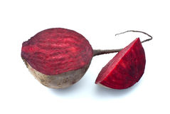 Hälfte und Scheibe der roten roter Rübe Stockbild
