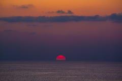 Hälfte von sundisc zur Sonnenuntergangzeit Lizenzfreie Stockbilder