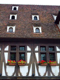 Hälfte zimmerte Wand und Dach in der Elsass-Region Stockbild