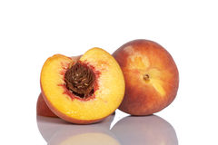 Hälfte zwei der Pfirsichfrucht Stockfotos