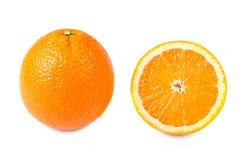 hälften isolerade apelsiner Arkivfoton