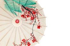 hälften isolerade det orientaliska paraplyet Royaltyfri Bild