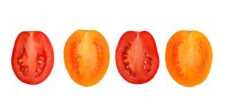 Hälften von den gelben und roten Tomaten lokalisiert Stockfotos