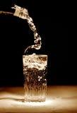 Hälla av mineralvatten royaltyfri bild
