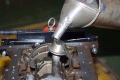 Hälla av olja för pump Fotografering för Bildbyråer