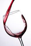 Hälla för rött vin Arkivfoton