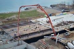 Hällande betong på konstruktionssida Royaltyfria Foton