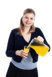 hällande kvinna för lycklig fruktsaft Arkivbilder