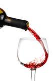 Hällande rött vin Royaltyfria Bilder
