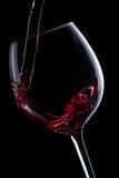 Hällande rött vin Royaltyfri Fotografi