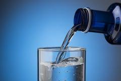 hällande vatten för exponeringsglas Royaltyfri Fotografi