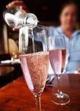 hällande wine Royaltyfri Bild