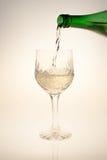 Hällande Wine Fotografering för Bildbyråer