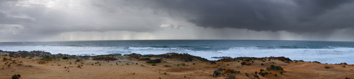 Hällregn i horisonten Arkivfoto