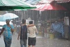 Hällregn i Mae Sod, nordliga Thailand fotografering för bildbyråer