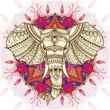 Hälsa det härliga kortet med person som tillhör en etnisk minoritet mönstrade huvudet av elefanten Royaltyfria Foton