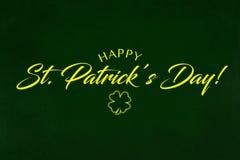 Hälsning för dag för helgonPartrick ` s på en grön bakgrund stock illustrationer