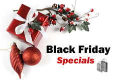 Hälsning för meddelande för Black Friday sakkunnigförsäljning med julpynt Royaltyfria Bilder