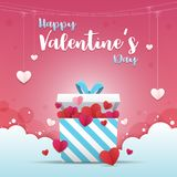 Hälsningkort av dagen för valentin` s En gåvaask med många hjärta-formad pappers- konsthantverkstil inom Arkivbilder
