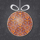 Hälsningkort för glad jul med den Glass prydnaden Royaltyfri Bild