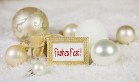 Hälsningkort för glad jul med tysk text och vit som är guld- Royaltyfri Fotografi