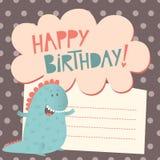 Hälsningkort för lycklig födelsedag med den gulliga dinosaurien Fotografering för Bildbyråer