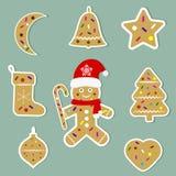 Hälsningkort för lyckligt nytt år och för glad jul Gulliga Santa Claus med exponeringsglas och ett gulligt svin i en jultomtenhat vektor illustrationer