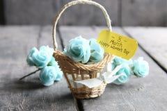 Hälsningkort för mars 8 Internationell kvinnas dag, blommakort med rosor Royaltyfria Foton