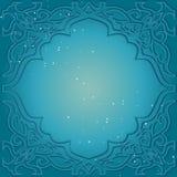 Hälsningkort i arabisk stil Östlig ram med en blå backgro Arkivfoto