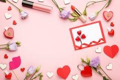 Hälsningkort med blommor och läppstift Royaltyfria Bilder