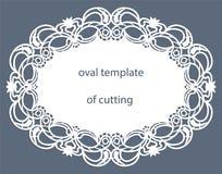 Hälsningkort med den openwork ovala gränsen, pappers- doily under kakan, mall för att klippa som gifta sig inbjudan, dekorativ pl stock illustrationer
