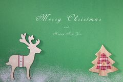 Hälsningkort med en glad julgran och snö, ett symbol av ferien, familjsamhörighetskänsla lyckligt nytt år royaltyfri bild