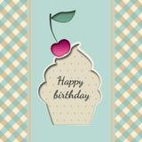 Hälsningkort med en muffinfödelsedag med en körsbär Royaltyfri Fotografi