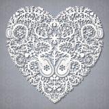 Hälsningkort med spets- hjärta Royaltyfria Bilder