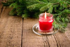Hälsningkortet för julen och det nya året semestrar ljus Sno för bakgrund för jul för bakgrund för den prydliga stearinljuset för Royaltyfria Bilder