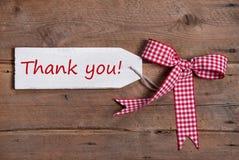 Hälsningkortet med tackar dig och en röd kontrollerad ribbod Arkivbilder