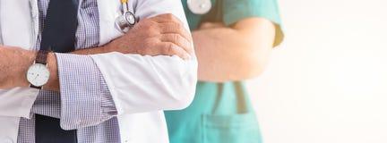 Hälsovård för folk för doktorssjukhuset servar yrkesmässig folk royaltyfri foto