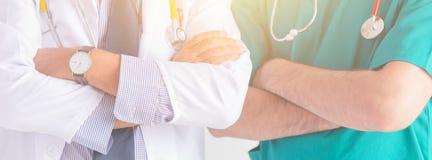 Hälsovård för folk för doktorssjukhuset servar yrkesmässig det breda horisontalbanret för folk arkivbilder