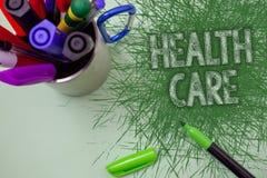 Hälsovård för ordhandstiltext Affärsidé för medicinsk underhållsförbättring av den fysiska mentala villkor skrapade tabellen Royaltyfria Bilder