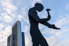 Hämmern des Mannes in Frankfurt Stockbilder