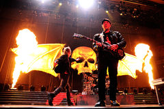 Hämnas Sevenfold, berömd heavy metalmusikband, konsert på den Olimpic de Badalona etappen Royaltyfri Foto