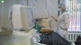 Hämodialyse, Apparat der künstlichen Niere Einsparungs-Leben stock video